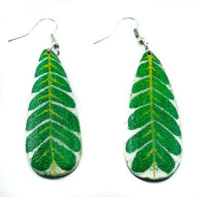 Maľované drevené náušnice Zelené listy