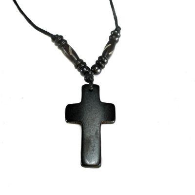 Kostený prívesok Křížek - čierny