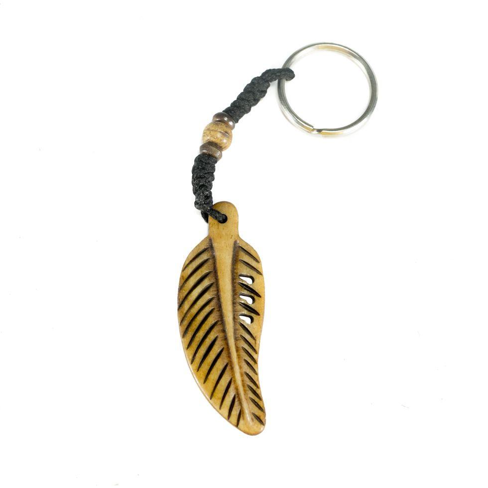 Kostený prívesok na kľúče Kostené pierko - hnedý