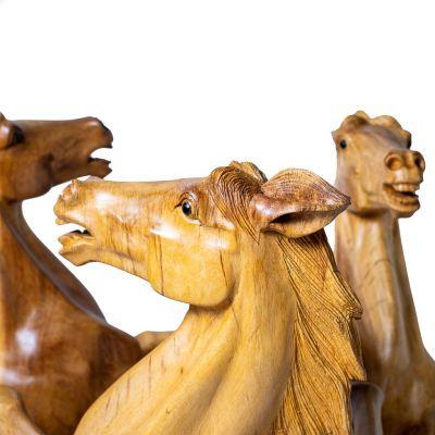 Ručne vyrezávaný drevený stolík Tri kone Indonesia