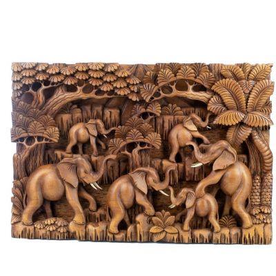 Drevorezba Stádo slonov v lese