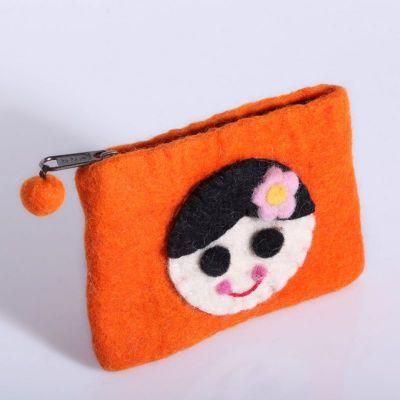 Plstená taštička s dievčatkom oranžová