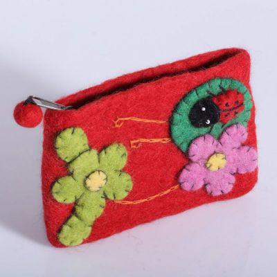 Plstená taštička s lienkou a kvetmi | azúrová, červená, hnedočervená, svetlo fialová, svetlo modrá, svetlo ružová, svetlozelená, tmavo ružová, tmavofialová, žltá