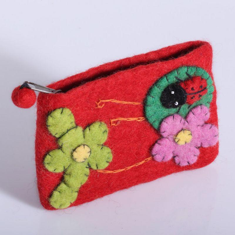 Plstená taštička s lienkou a kvetmi